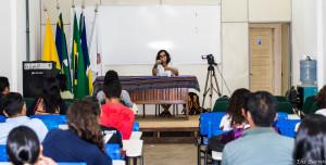 Artionka Capiberibe palestrando para os acadêmicos do CLII