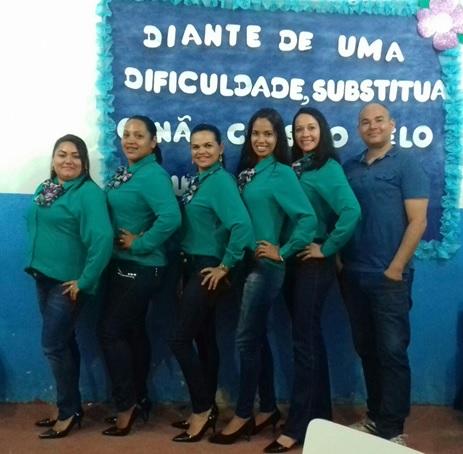 Grupo de Acadêmicas e o Prof. Dr. Ademar Alves dos Santos