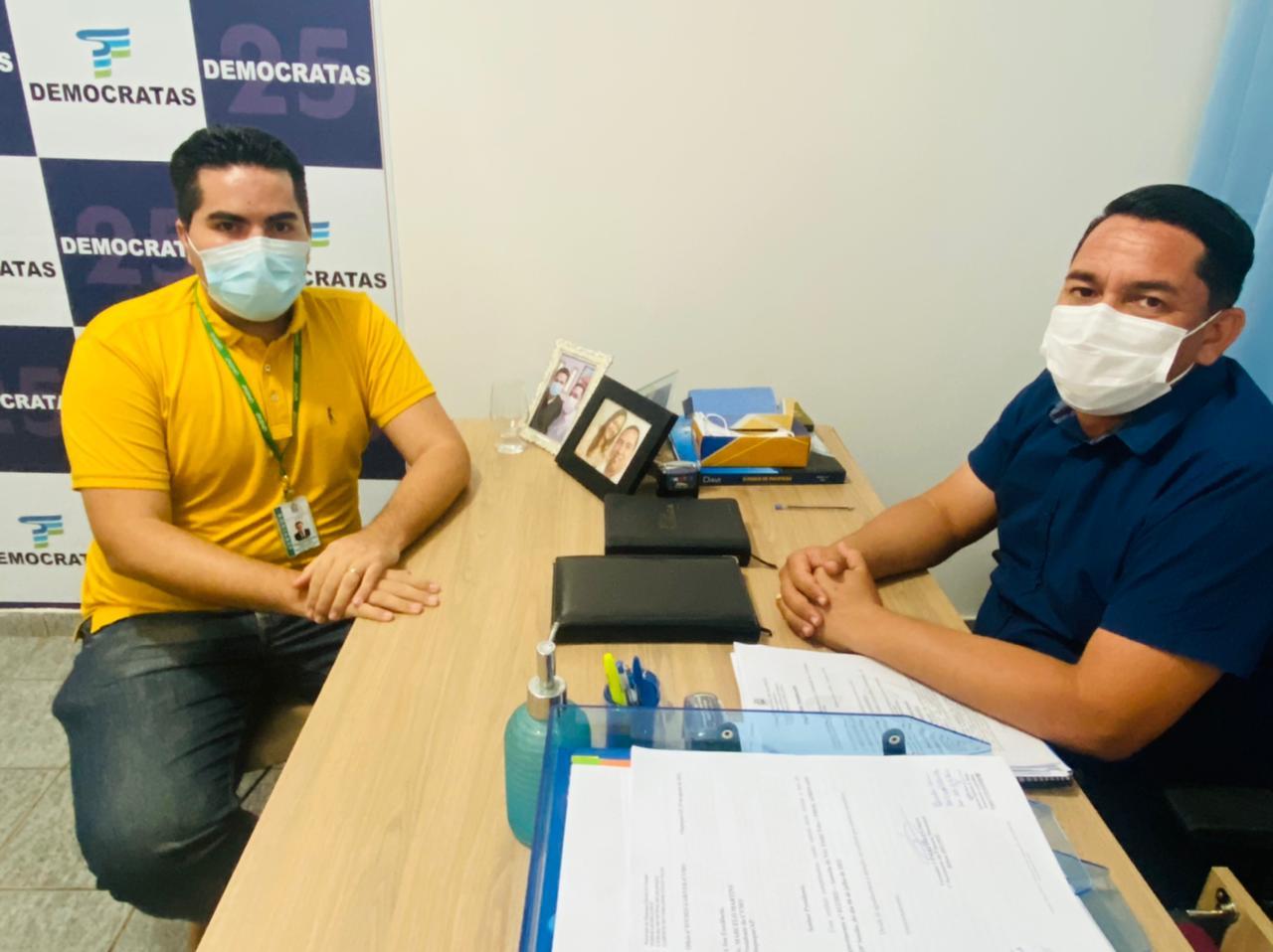 DIRETOR DO CAMPUS OIAPOQUE REALIZA VISITA INSTITUCIONAL AO PRESIDENTE DO PODER LEGISLATIVO MUNICIPAL