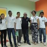 O Diretor da Rádio Universitária, Fernando Canto, com os integrantes do