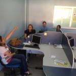 Jornalista Suely Leitão, com alunos do IFAP, em visita ao prédio da Rádio Universitária