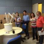 Jornalista Suely Leitão, Assessora de Comunicação do IFAP, com alunos do projeto de extensão e o Diretor da Rádio, Sociólogo Fernando Canto